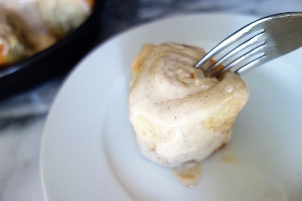 Cinnamon-Rolls-with-Cream-Cheese-Frosting